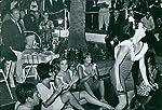 Größe 30x 20,3cmEX-Schauspielerin und die Prinzessin von Monaco, Grace Kelly, steht mit einer Gruppe von Menschen, die neben der Baum und Dance Of A Girl mit Lächeln facegrace Patricia Kelly (12. November 1929-September 14, 1982) war eine US-amer...