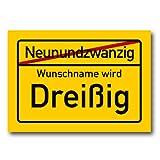 Herz & Heim® Riesiges PVC Ortsschild Zum 30. Geburtstag mit Wunschname 70cm x 50cm