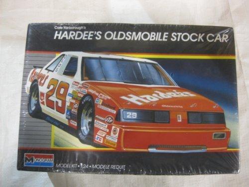 cale-yarboroughs-hardees-oldsmobile-stock-car-model-kit-1987-by-mongram