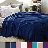 Bedsure Kuscheldecke XXL Flauschige Wohndecke Blau Navy 270x230cm - Fleece Tagesdecke für Bett - hochwertige Decke warme weiche Microfaser Fleecedecke