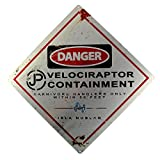"""Targa in metallo di Jurassic Park con scritta in inglese: """"Danger: Velociraptor Containment"""""""