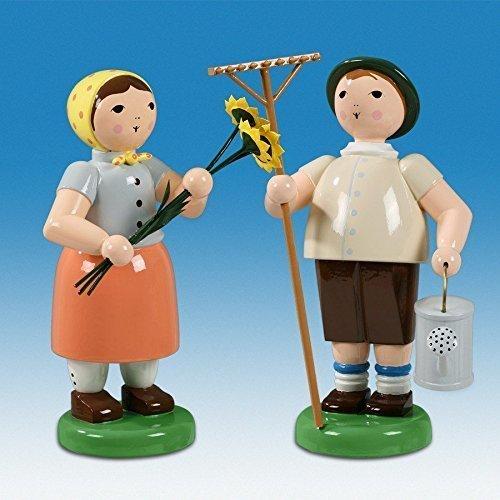 Bauernpaar mit Rechen und Blumen h=24 cm