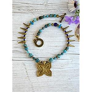 Ethnische Halskette für Frau mit afrikanischem Anhänger und natürlichen türkisfarbenen Steinen