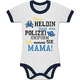 Shirtracer Anlässe Baby - Meine Heldin trägt eine Polizei Uniform Mama - 12-18 Monate - Weiß/Navy Blau - BZ19 - Zweifarbiger Baby Strampler für Jungen und Mädchen