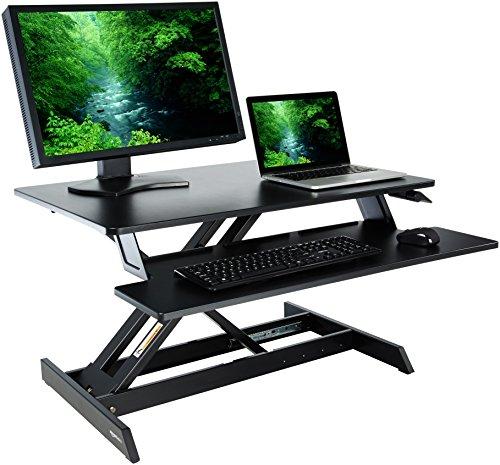 Amazonbasics - supporto per convertire una scrivania in uno standing desk regolabile in altezza, con ripiano per tastiera