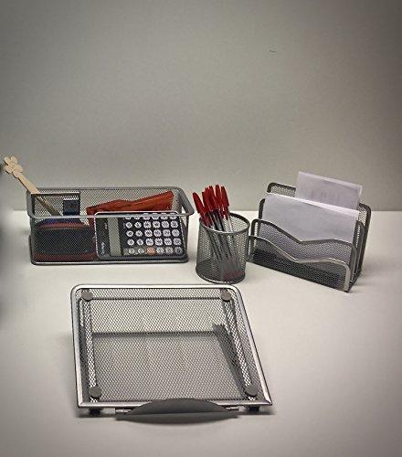 SET SCRIVANIA UFFICIO 4 PZ. - Set cancelleria composto da portapenne, portaoggetti, sparticarte + supporto da tavolo per tablet/laptop. Realizzati completamente in metallo, finitura color alluminio