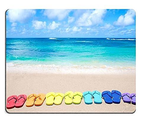 MSD en caoutchouc naturel Tapis de souris Image ID: 28684955Couleur Tongs sur Sandy Beach par l'océan en journée ensoleillée 730
