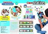 """Clemstation 6.0 Console educativa multimediale ha più di 100 App, E-book con enciclopedia e favole. Schermo capacitivo 4.3"""" ed Mp3 player con playlist Sapientino. Dotato di doppia fotocamera scatta foto e selfie con tante attività come fotori..."""