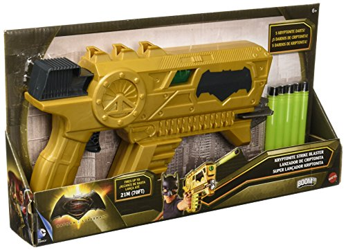 Batman DC Spielzeug vs Superman Deluxe Kryptonite Strike Blaster mit Darts – BoomCo Dart Gun