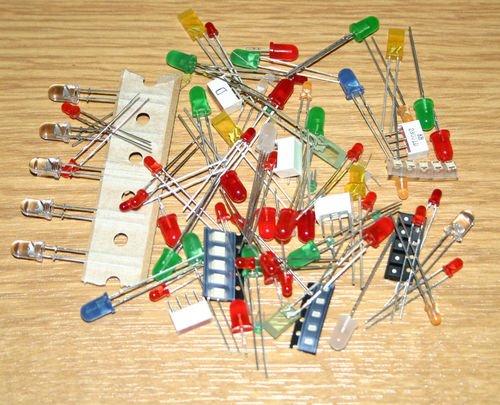 praktiker-assortiment-de-100-led-dans-toutes-les-couleurs-toutes-les-formes-bleu-blanc-jaune-vert-ro