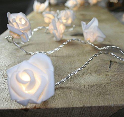 K7plus® LED Rosen Lichterkette mit 10 Rosenblüten - Gesamtlänge ca. 110 cm - warmweißes Stimmungslicht - mit Batteriefach - Grösse einer Rose ca. 3,5 cm x 3,0 cm - täuschend echte, weisse Rosenblüten