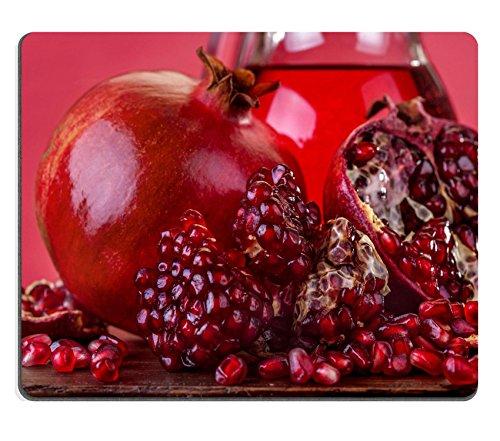 Saft-bild (luxlady Gaming Mousepad Bild-ID: 24710907Frisches Obst Granatapfel auf einem Tisch aus Holz mit Granatapfel Saft in die Kanne)