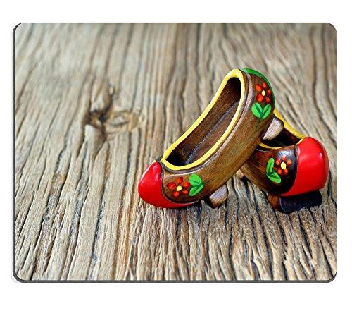 Liili Mouse Pad in gomma naturale mousepad immagine ID: 26036548tradizionale turco un paio di Clog con atractive stile e colorato su un tavolo di legno