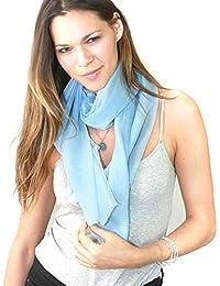 Foulard versatile en mousseline de couleur unie. Produit offert patr NYFASHION101.