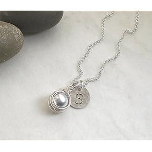 Buchstaben Kette Initiale Muschelkern grau 925 Silber, Halskette Perle silbergrau + Scheibe Gravur