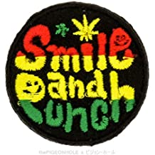 [hacer el amor, no la guerra] Mini Rasta Smile y perforadora (Rasta, Negro)–círculo insignia hierro en, coser–Parche bordado, diseño de regalo, recuerdo de viaje, coleccionable, decoración