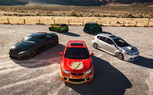 clsico-y-msculo-anuncios-de-coche-y-coche-arte-kia-forte-2012-coche-cyborg-pster-en-10mil-papel-de-a