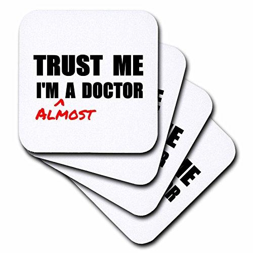inspirationzstore Trust Me Serie–Trust Me Im Fast ein Arzt Medical Medizin oder PHD Humor Student Geschenk–Untersetzer, Gummi, set-of-4-Soft