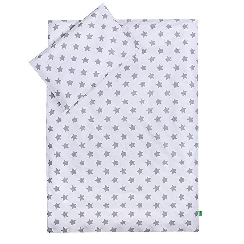 LULANDO Bettwäsche Kinderbettwäsche Bettset 2-teilig Kissenbezug und Bettbezug. Oberstoff 100{44589a1a6bb10e7fca8dd9ea4785f1d3d2a24cf535898ee6b622b2938a4d1d4c} Baumwolle. Passend für Kinderbetten 70x140 cm. Farbe: Grey Stars/White