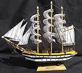 Dettagliato modello in legno dell' altezza nave Amerigo Vespucci