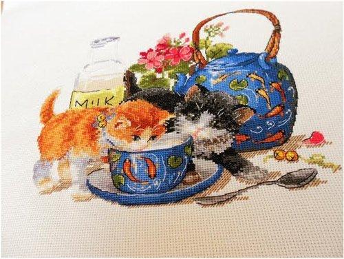 Cat y azul Copa kits de punto de cruz, 128* 110stitch 33* 30cm hilo de algodón egipcio Algodón Cat kits de punto de cruz, en el paquete, hay Presorted algodón egipcio de hilo, agujas, tablas, etc., instrucciones, 14ct lino aida tela.