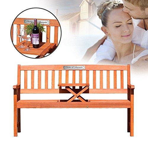 Gartenbank mit Tisch aus Eukalyptus Holz – Personalisiert mit Namen und Datum – Dreisitzer als individuelle Geschenkidee zur Hochzeit oder zum Hochzeitstag – Sitzbank mit silberner Plakette
