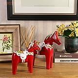 Die schwedische Dala Pferd Pferd Hochzeit Schmuck europäischen Stil Home Ausstattung Wohnzimmer TV-Schrank Zubehör auf einem roten Decoured