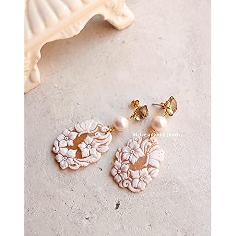 Orecchini GARDENIA in argento 925 placcato oro con cammei autentici scolpiti a mano su conchiglia Sardonica-quarzo lemon e perle di fiume