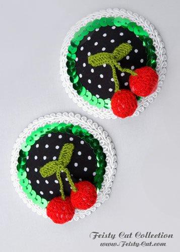 susse-polkadots-pasties-mit-kirschen-cherry