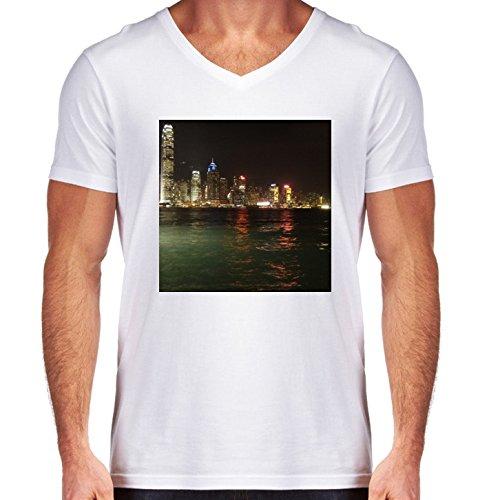 camiseta-blanca-con-v-cuello-para-los-hombres-tamano-m-hong-kong-horizonte-by-cadellin