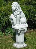 Unbekannt Skulptur Löwe mit Wappen | Gartendeko | Garten Deko | Gartenfigur | Garten Figur | Löwe Skulptur | Auf ionischer Säule | H 74cm | Statuen aus Beton
