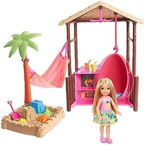 Barbie Chelsea y su cabaña de playa, muñeca con accesorios (Mattel FWV24)