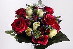 Künstlicher Rosenstrauß Mit Grünem Blattwerk Und Kleinen Blüten (Rot-creme)