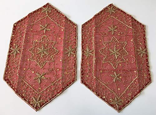 Daniele farinella coppia di centrotavola esagonali di artigianato indiano,rossi ricamati a mano con passamaneria e applicazioni di stelle,cm 32 x 53,5