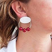 Orecchini cerchio donna e sfere in resina. Ovale in finitura argento martellato e opaco.Colore rosso. Regali s