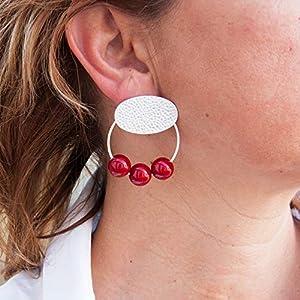 Damen Ohrringe creolen und Harzkugeln. Oval in Hammerschlag und matt Silber.Farbe rot. Geschenk valentinstag