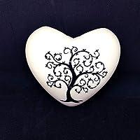 Umidificatore per termosifone/calorifero in ceramica a forma di cuore motivo albero della vita dimensione prodotto: altezza 13 cm circa larghezza massima 14 cm circa Puoi usare il cuore anche come decorazione da appendere alla parete!! NOTA: ...
