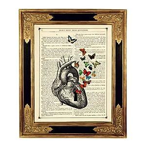 Herz Anatomie Schmetterlinge Kunstdruck auf antiker Buchseite Liebe Gothic Geschenk Hochzeit Valentinstag Bild Poster ungerahmt