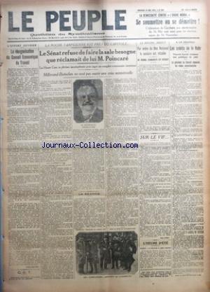 PEUPLE (LE) [No 869] du 25/05/1923 - LA DEMOCRATIE CONTRE L'ORDRE MORAL - SE SOUMETTRE OU SE DEMETTRE ! - LA REORGANISATION DU CONSEIL ECONOMIQUE DU TRAVAIL PAR V. BATTINI - C. G. T. - LA ROCHE TARPEIENNE EST PRES DU CAPITOLE... - LE SENAT REFUSE DE FAIRE LA SALE BESOGNE QUE RECLAMAIT DE LUI M. POINCARE - LE REGIME ABJECT - PAR ORDRE DU BLOC NATIONAL LA CENSURE EST RETABLIE - AU JOURNAL COMMUNISTE EST INTERDIT - SUR LE VIF... PAR JEAN ZISKA - LES CREDITS DE LA RUHR - LE PRESIDENT DU CONSEIL REP par Collectif