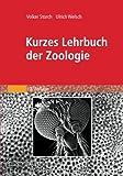 """Dieses moderne Lehrbuch gibt einen Überblick über das Gesamtgebiet der Zoologie. Der Stoff des Buches gliedert sich jetzt in 18 überschaubare Kapitel der """"Allgemeinen Zoologie"""" und einen Überblick über das Tierreich, die """"Systematische Zoologie"""". ..."""