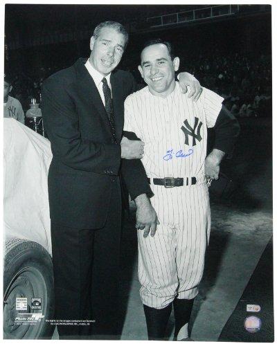 B&w 16x20 Foto (Steiner Sports MLB New York Yankees Yogi Berra (Emilia-Romagna) unterzeichnet stehend mit Joe DiMaggio B/W Foto, 16x 20)