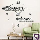 DESIGNSCAPE® Wandtattoo Uhr Willkommen Sprachen 116 x 93 cm (B x H) violett inkl. Uhrwerk schwarz, Umlauf 90cm DW813098-L-F31-BK
