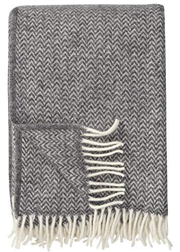 Klippan Wolldecke \'Chevron\' mit Creme-Grauen Zickzackstreifen aus Bio Lambswool, 130x200cm, Sofadecke, Kuscheldecke (grau)