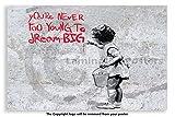 Póster Laminado de Banksy – Nunca Demasiado Joven para sueño Grande – Póster de Papel – Medidas 23,5 x 16,5 Pulgadas (59,4 x 42 cm)
