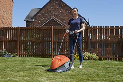 This lightweight electric lawnmower is powered by a 1300 watt motor and a 10m cable. The Flymo Easi Glide provides four different cutting heights ranging from 12mm to 32mm, to ensure that you get your preferred height, with a metal 30cm cutting blade.