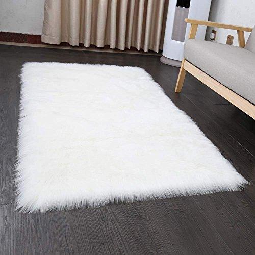 Wohnzimmer Sofa (Yaer Faux Lammfell Schaffell Teppich 50 x 150 cm Wohnzimmer Teppiche Flauschig Lange Haare Fell Optik Gemütliches Schaffell Bettvorleger Sofa Matte (Weiß))