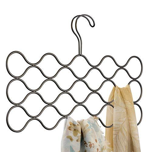 InterDesign Classico Organizador de pañuelos con 23 huecos, perchero organizador de metal para pañuelos, bufandas, corbatas y cinturones, color bronce
