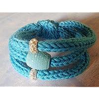Bracciale in lana turchese fatto a mano con perle