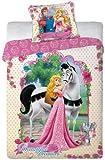 """Coordinato per letto singolo con al centro l'immagine della Principessa Aurora e del cavallo della favola """"La bella addormntata nel bosco"""". Nella federa l'immagine della Principessa Aurora e del Principe Filippo. La biancheria da letto è comp..."""