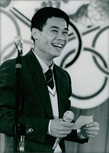 vintage-photo-of-li-ning-smiling-and-giving-speech-on-the-stage
